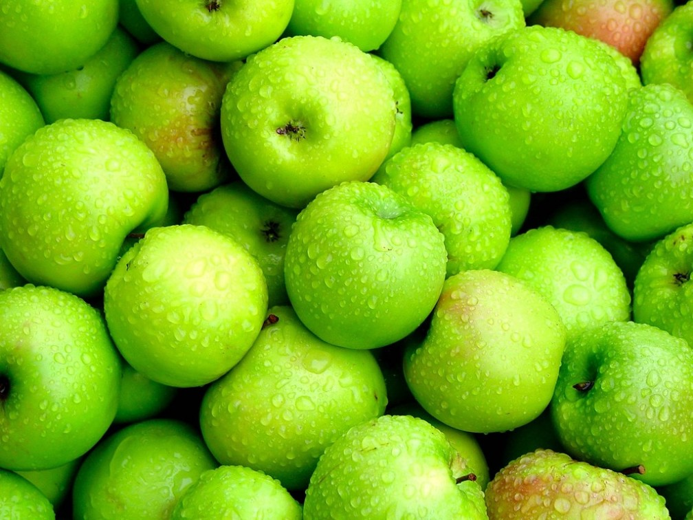 found at http://images2.layoutsparks.com/1/30243/the-seduction-green-apples.jpg