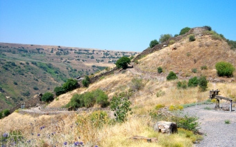 In this photo you see the remnants of the wall that defended Gamla from attackers.