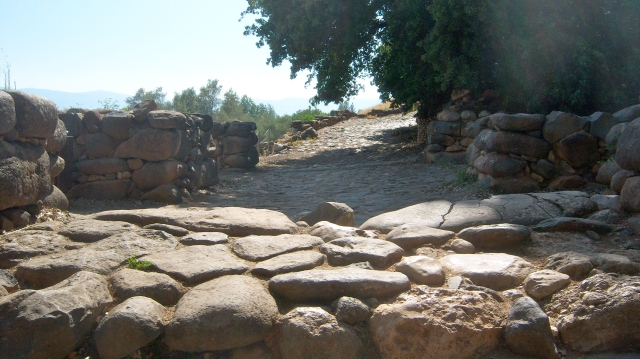 You can see here a kind of chamber of the city gates. These chambers might have been used as storehouses or markets in times of peace, and then filled with rubble or stone as added defense in times of war.